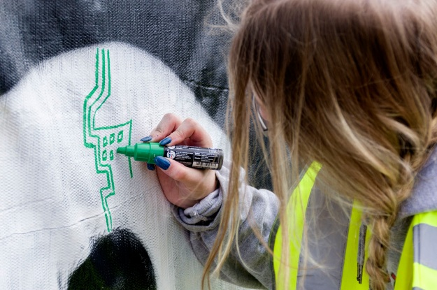 Our other young artist at the GTM scrim. Photo by Rob Cox